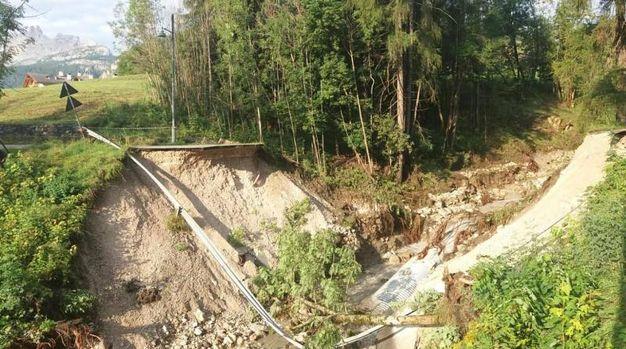 Cortina, i danni causati dal maltempo (Ansa)