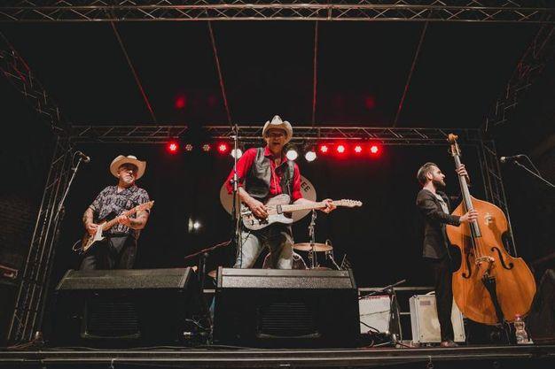 Summer Jamboree è il più grande festival musicale internazionale di cultura, concerti, esibizioni e musica degli anni quaranta e cinquanta. Nella foto Johnny Falstaff (Foto Beatrice Perticaroli)