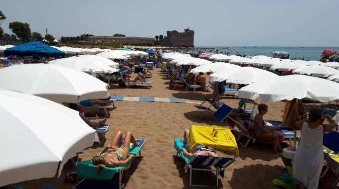 La spiaggia di Santa Severa (Ansa)