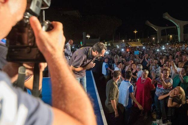 La prima volta alla kermesse da vicepremier e ministro dell'interno è andata in scena nel segno della continuità, con l'arrivo in bicicletta tra due ali di folla (Foto Zani)