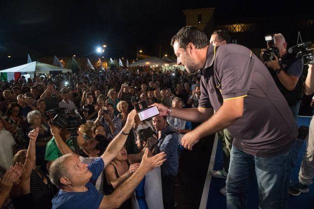 Bagno di folla e selfie per il ministro dell'Interno Matteo Salvini (Foto Zani)