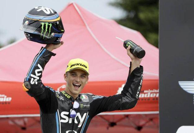 Moto2 a Brno: Luca Marini, fratello di Valentino Rossi esulta sul podio (Foto Ansa)