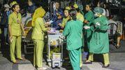 Evacuati gli ospedali a Lombok (Ansa)