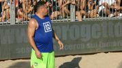 Ronaldo esegue alcune delle sue prodezze sulla sabbia dello Shada Beach Club di Civitanova (foto Monachesi)