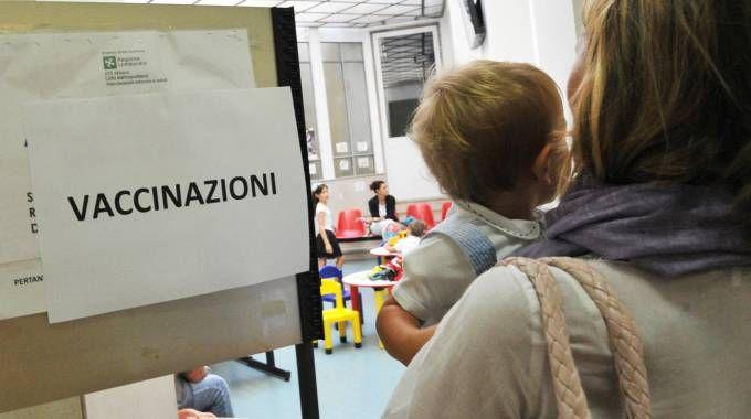 La donna non voleva vaccinare il figlio di due anni (Foto d'archivio Newpress)