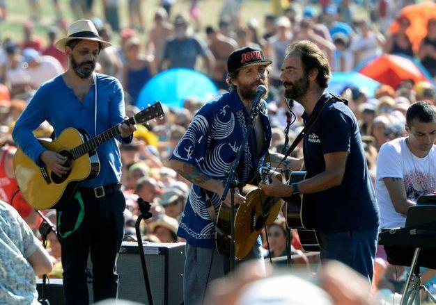 Il cantautore soltanto giovedì aveva annunciato la sua presenza al festival (Foto Calavita)