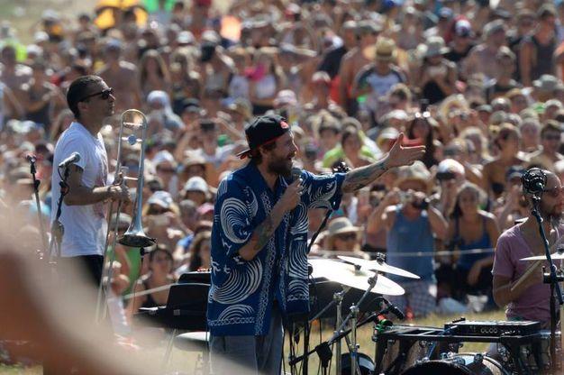Poco dopo la 16.30 la chitarra e la voce del Jova hanno infiammato i 70mila fan (Foto Calavita)