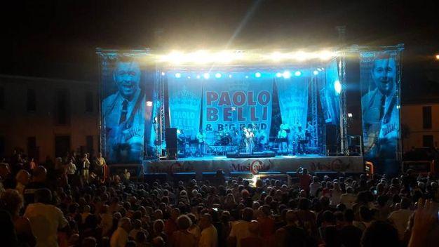 Il pubblico e lla Paolo Belli band sul palco