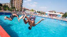 Tuffi in piscina a Milano