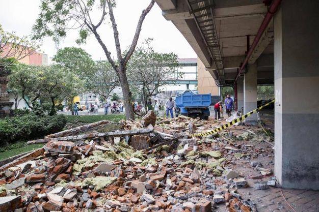 Negozi distrutti anche a Denpasar sull'isola di Bali (Ansa)