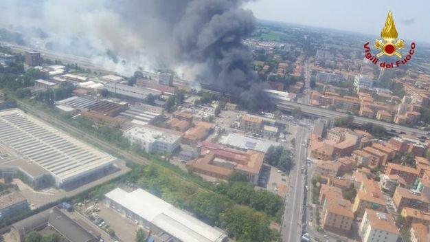 La veduta dall'elicottero dei vigili del fuoco