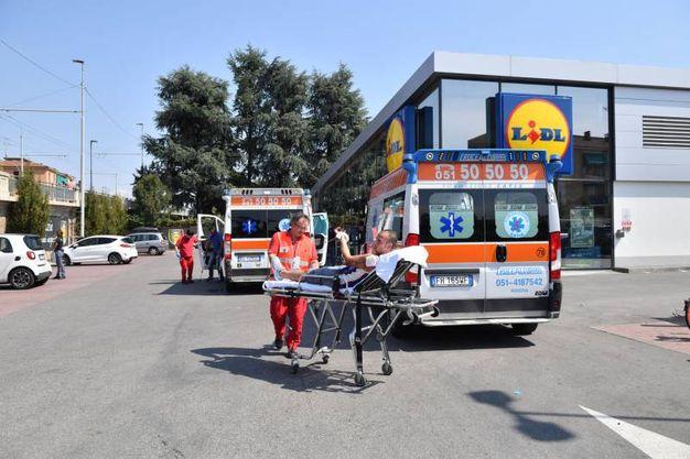 Feriti anche nel supermercato vicino all'esplosione (foto Schicchi)