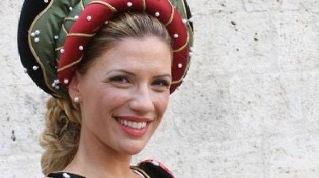 La dama di Sant'Emidio con un gioiello realizzato da Giuseppe Coccia