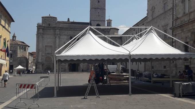 Ascoliva, l'allestimento del Villaggio in piazza Arringo