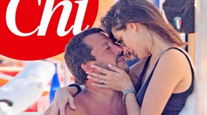 Risultati immagini per Salvini-Isoardi, coccole hot in spiaggia FOTO
