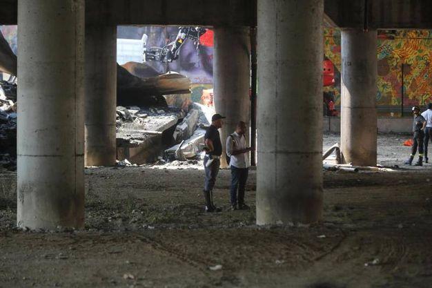 L'esplosione ha causato anche il parziale crollo del ponte dell'A14