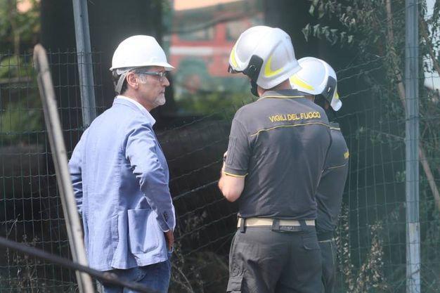 Il sopralluogo a Borgo Panigale del sindaco Viginio Merola (foto Schicchi)