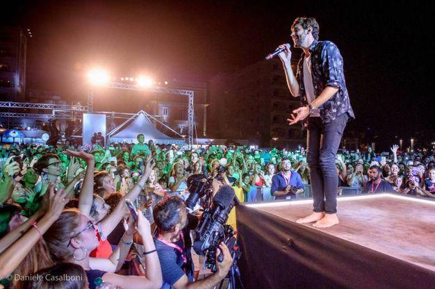 In pochi anni Alvaro si è affermato come uno degli artisti pop più amati dal pubblico, con le sue sonorità latine e ritornelli che invitano a ballare