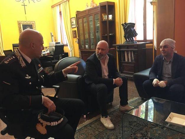 Da sinistra, il comandante provinciale dei Carabinieri di Bologna, colonnello Valerio Giardina, il Presidente della Regione Emilia Romagna, Stefano Bonaccini e il comandante della Compagnia Carabinieri Bologna Borgo Panigale, Capitano Elio Norino