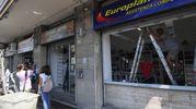 I danni ai negozi (FotoSchicchi)