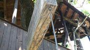 L'ingresso è sopraelevato e vi si arriva attraverso una scala che con una serie di contrappesi si alza a mezzasta (foto Solidea Vitali Rosati)
