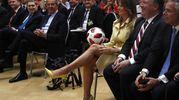 Con il pallone regalo di Putin (Ansa)
