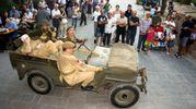 Soldati inglesi e tedeschi, mezzi corazzati, uniformi e canzoni d'epoca