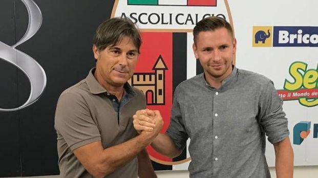 L'esterno polacco Tomasz Kupisz con l'azionista Gianluca Ciccoianni