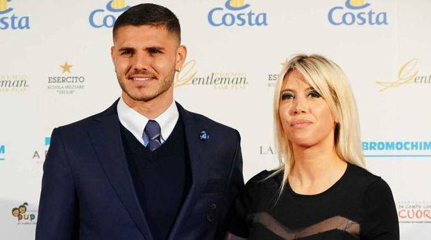 RIVA NERAZZURRA Il giocatore dell'Inter Mauro Icardi con la moglie
