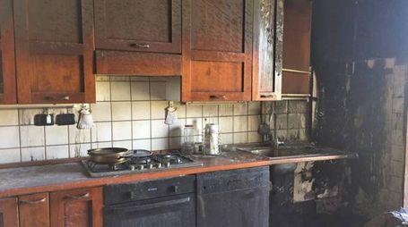 L'incendio a Casette d'Ete (foto Colibazzi)