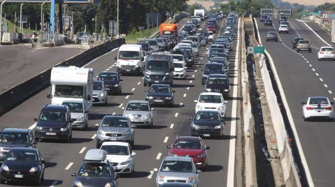 Traffico intenso sull'A14 (Ansa)