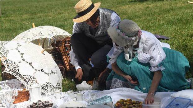 Un bel picnic sul prato rende Ferragosto una festa