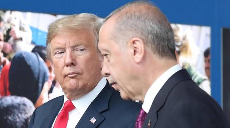 Crollo lira turca, Trump ed Erdogan in una foto di luglio (Ansa)