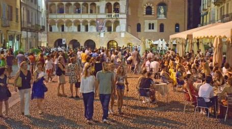 Movida estiva in piazza Vittoria