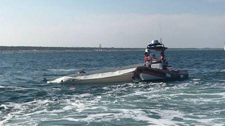 L'intervento di soccorso nelle acque di Punta Marina
