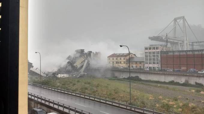 Crollo del ponte Morandi a Genova (Dire)