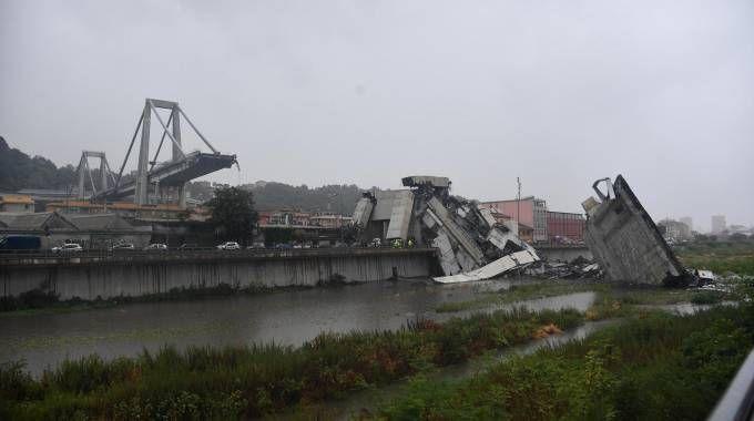 Il ponte Morandi crollato a Genova (Ansa)