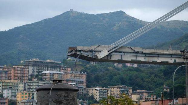 Il ponte Morandi dopo la tragedia (LaPresse)