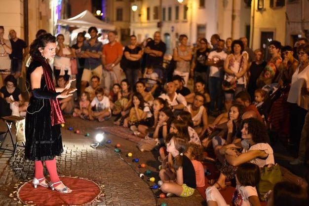 48 i gruppi di artisti, musicisti, acrobati, giocolieri (foto Fantini)