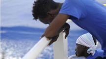Migranti nel Mediterraneo a bordo di Aquarius (Ansa SOSMedItalia)