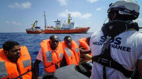 Migranti soccorsi dalla nave Aquarius (Ansa)