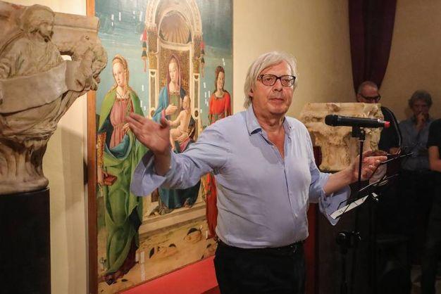 Vittorio Sgarbi ha raccontato aneddoti famigliari  (foto Andrea Samaritani)