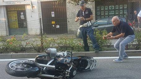 Moto investe due pedoni a Brescia
