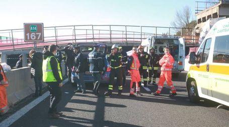 La tragedia: il ponte crollato in A14 il 9 marzo 2017 (foto Antic)