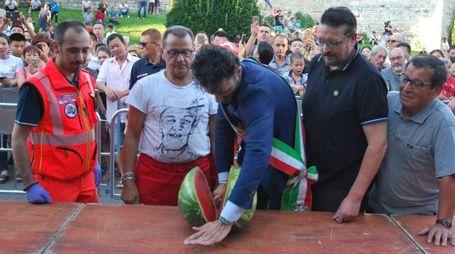 La cocomerata in piazza con il sindaco Biffoni (foto Tempestini/Attalmi)