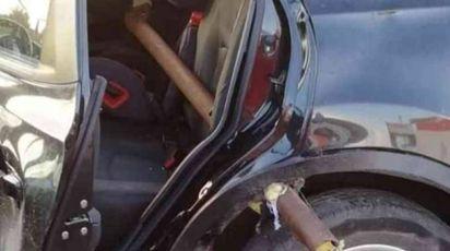 Il palo che ha trafitto l'auto