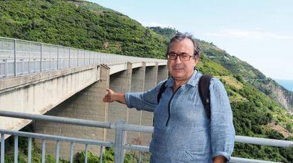 Il ponte in località Campetrone, nel comune di Riomaggiore, che si erge sopra il torrente