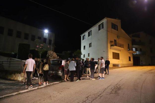 Gente in strada a Montecilfone (Ansa)