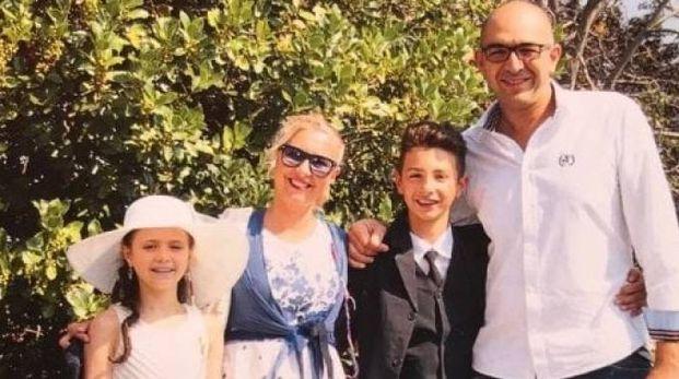 Andrea Vittone con la moglie Claudia Possetti e i due figli Camilla e Manuele