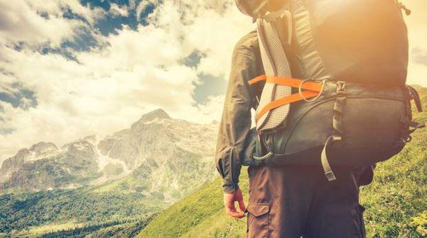 Cosa mettere nello zaino per le escursioni in montagna - Foto: Everste/iStock